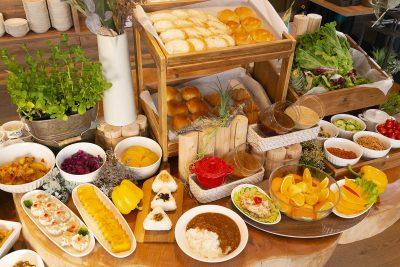 ビュッフェスタイルの朝食は無料サービス